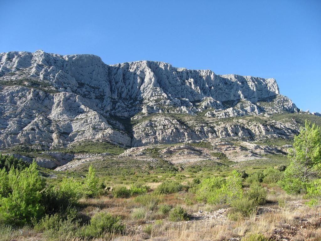 Sainte victoire mountain aix en provence office de - Office de tourisme de aix en provence ...