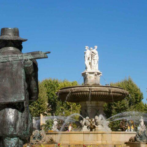 Statue de Cezanne devant la fontaine de la Rotonde