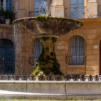 Fontaine-de-la-place-dAlbertas-_-Office-de-Tourisme-Aix-en-Provence_1